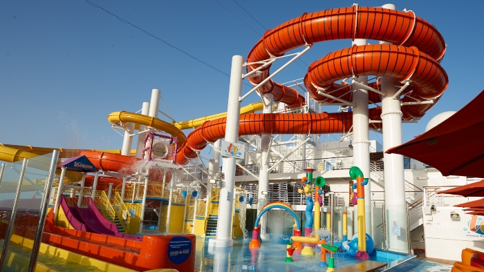carnival_cruises_with_waterslides